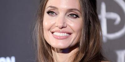 Hoppá! Angelina Jolie volt férjével találkozgat