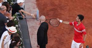 Novak Djokovics ajándéka sokkolta fiatal szurkolóját + videó