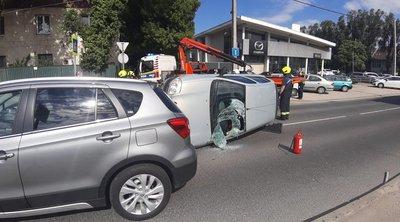 Tűzoltók, mentők, rendőrök a Budafoki úton: fotón a baleset