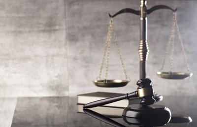 Rendőröket hívtak az eltűnt villanyszerelők ügyében vádolt vállalkozó tárgyalására