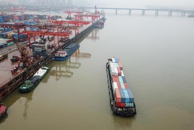 Hónapok óta keringhet a világ óceánjain egy konténerhajó kapitánya holttestével