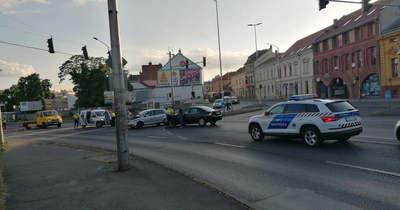 Két autó karambolozott a Rákóczi út és az Alsómalom utca találkozásánál