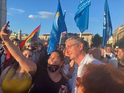 Gyurcsány Ferenc állt a pedofilellenes törvény elleni tüntetés élére
