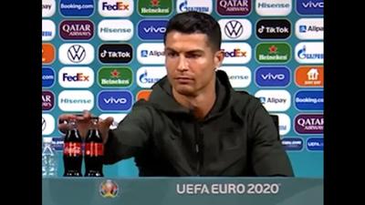 """""""Igyatok inkább vizet!"""" – Ronaldo félretette a kólát"""