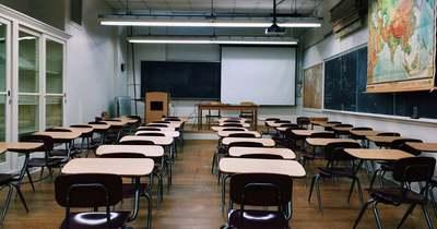 Döbbenetes: az osztályteremben kényszerítette orális szexre 17 éves diákját a tanárnő