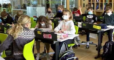 Keddtől nem kell maszkot hordani az iskolapadban Ausztriában