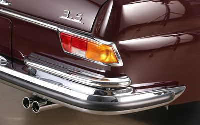 Csodálatosan szép, ritka Mercedest árulnak Tatabányán, az árától el fog ájulni