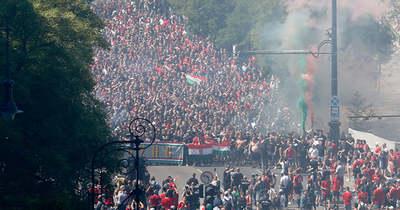 Ria-ria-Hungária! Elindult a menet a Hősök terétől