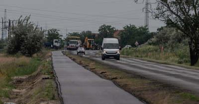 Félkész kerékpárúton tekernek Szeged és Sándorfalva között
