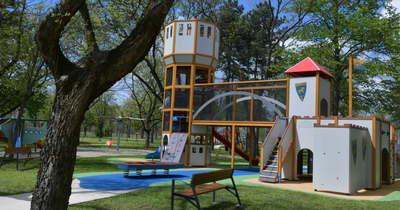 Megünneplik a vakáció első napját a szolnoki Ormos Imre Parkban
