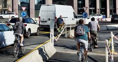 Lánchíd-lezárás, 1. nap: életveszély, anyáznak a sofőrök! Eszement közlekedésre kényszeríti a bicikliseket Karácsony, totális zűrzavar a Clark Ádám téren