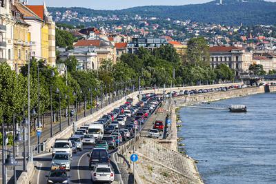 Mától másfél évre lezárták a Lánchidat és környékét: még inkább ellehetetlenült a budapesti közlekedés