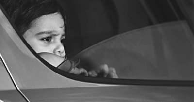 Szívszorító: pokolian forró autóban vesztette életét a 2 éves kisfiú