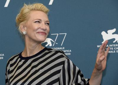 Cate Blanchett keresztet tetováltatott magára Budapesten - fotó