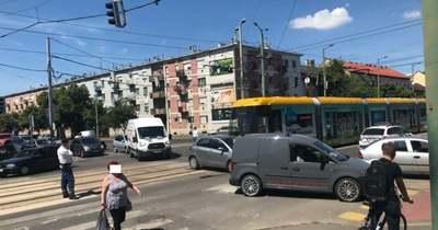 Leugrott a villamos a sínekről az ütközés erejétől Szegeden