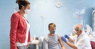 Fontos közleményt adtak ki a gyermekorvosok a 12 év felettiek Covid-oltásáról