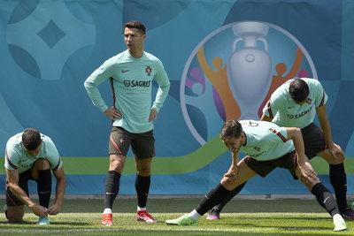 Ronaldo tegnap két mozdulattal milliárdos kárt okozott a Coca-Colának