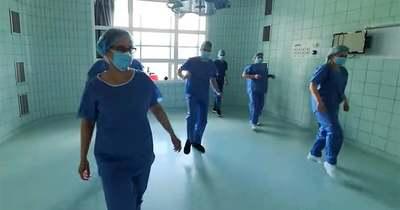 Körbetáncolták a várost a salgótarjáni egészségügyi dolgozók a Jerusalemával (videó)