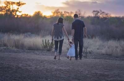 Egyik pillanatban kislányát tartotta a karjaiban, majd agyoncsapta az áram az édesapát