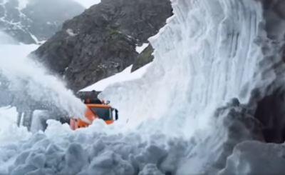 Elképesztő látvány: nyolcméteres hó borítja a Kárpátok bérceit - videó