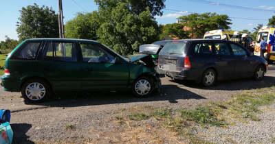 Négy autó ütközött össze Békéscsabán, a Dobozi úton