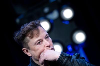 Elon Musk hajléktalan milliárdos szeretne lenni