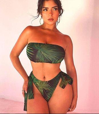 Mindene látszik: áttetsző ruhájában borzolja a kedélyeket a hatalmas keblű Demi Rose - Fotó