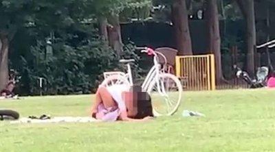 Egy parkban élvezett el a pasijával a barna hajú fiatal csaj +18-as videó