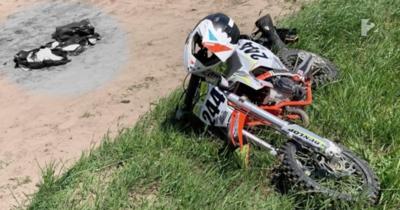 Belehalt sérüléseibe a monori motocross pályán balesetet szenvedő 9 éves kisfiú
