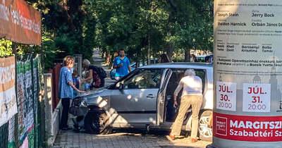 """""""Hát nem működött a fék"""" – az idős hölgy letarolt egy padot, két méteren múlt, hogy nem haltak meg nyolcan a Pusztaszeri úton"""