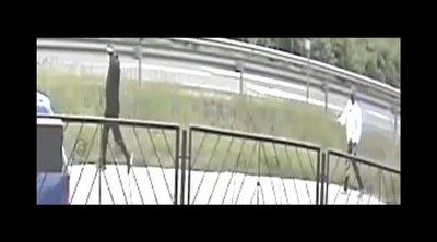 Felvette őket a kamera: Olyat tett két férfi fényes nappal Püspökladányban, rendőrök keresik őket