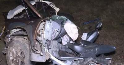 Megrázó felvételeken a hatvani vonatbaleset, szinte nem maradt semmi az autóból