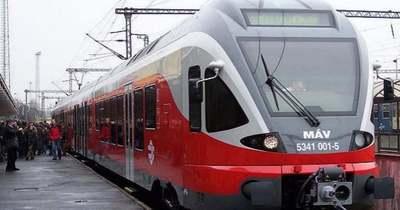 Elakadt tehervonat miatt késnek a vonatok a hegyeshalmi vonalon