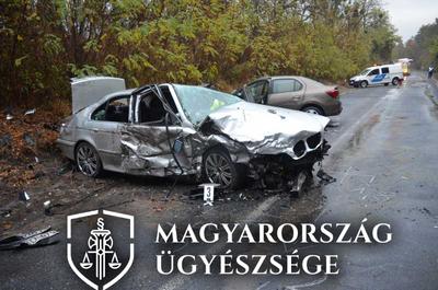 Olyan sebességgel száguldott BMW-jével, hogy már tudta irányítani, brutális karambol lett a vége – fotók