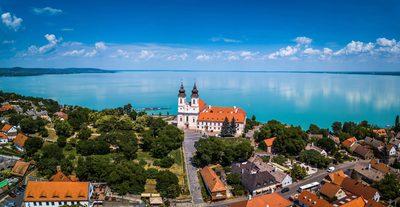 Így néz ki a Balaton vize Tihanynál, ez egészen elképesztő!