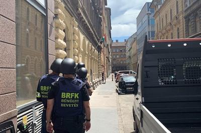A kommandósokra is szükség volt Budapesten, miután egy férfi pisztollyal fenyegetőzött