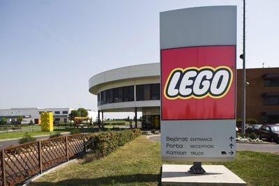 Szijjártó Péter: 53 milliárd forintból bővíti a Lego nyíregyházi üzemét