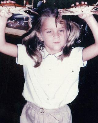 Felismeri gyerekkori fotóján a világhírű színésznőt?