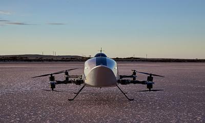 Először repült elektromos versenyautó egy ausztrál sivatagban