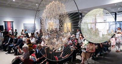 Megnyílt a 7. Nemzetközi Textilművészeti Triennálé Szombathelyen – fotók