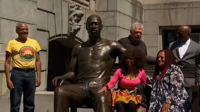 George Floyd szobrot kapott Amerikában