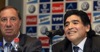 Szívszorító helyzet: még nem szóltak Maradona halálhíréről az argentinok világbajnok edzőjének