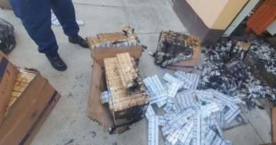 Percek alatt akarta elégetni a több ezer doboz csempészcigarettát