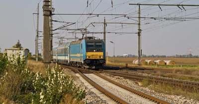 Életbe lépett a nyári menetrend: több vonat és busz közlekedik a Balatonhoz