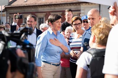 Kálmán Olga megsértődött, mert tüntettek Gyurcsányné budai piaclátogatása ellen
