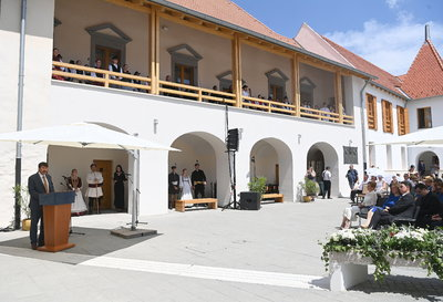 Átadták a felújított Rákóczi-várkastélyt