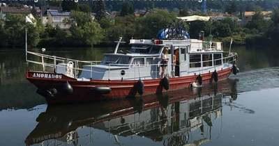 Győrben horgonyzott le és beszélgetni, filmnézésre hív a francia pár, akik végighajóznak a Dunán