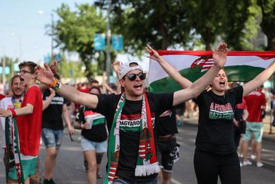 Elképesztő ünneplés Budapest utcáin a franciák elleni döntetlen után - fotók