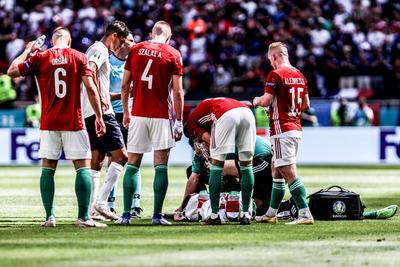 Kórházba kellett vinni Szalai Ádámot: a Magyarország-Franciaország mérkőzés első félidejében sérült meg