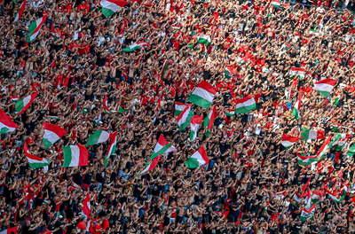 Budapest utcáin folytatják az ünneplést a szurkolók: harsog az